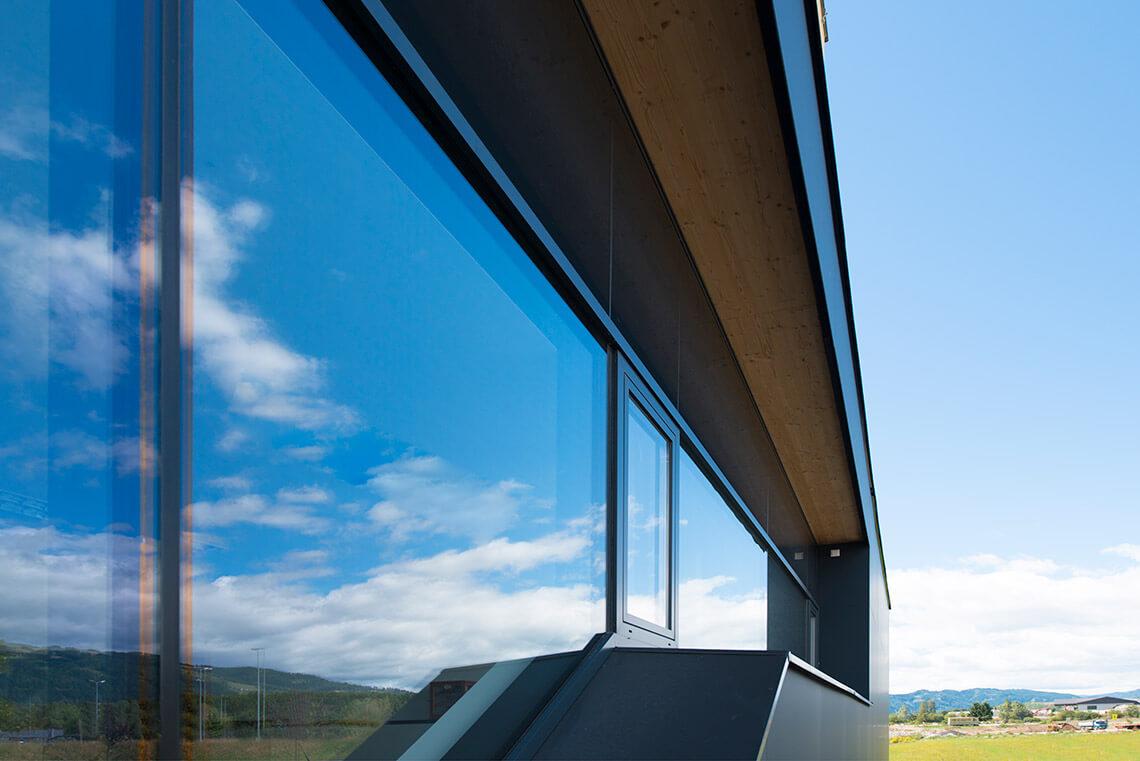 Zdjęcie Potrójne oszklenie okien - inwestycja w ciepło